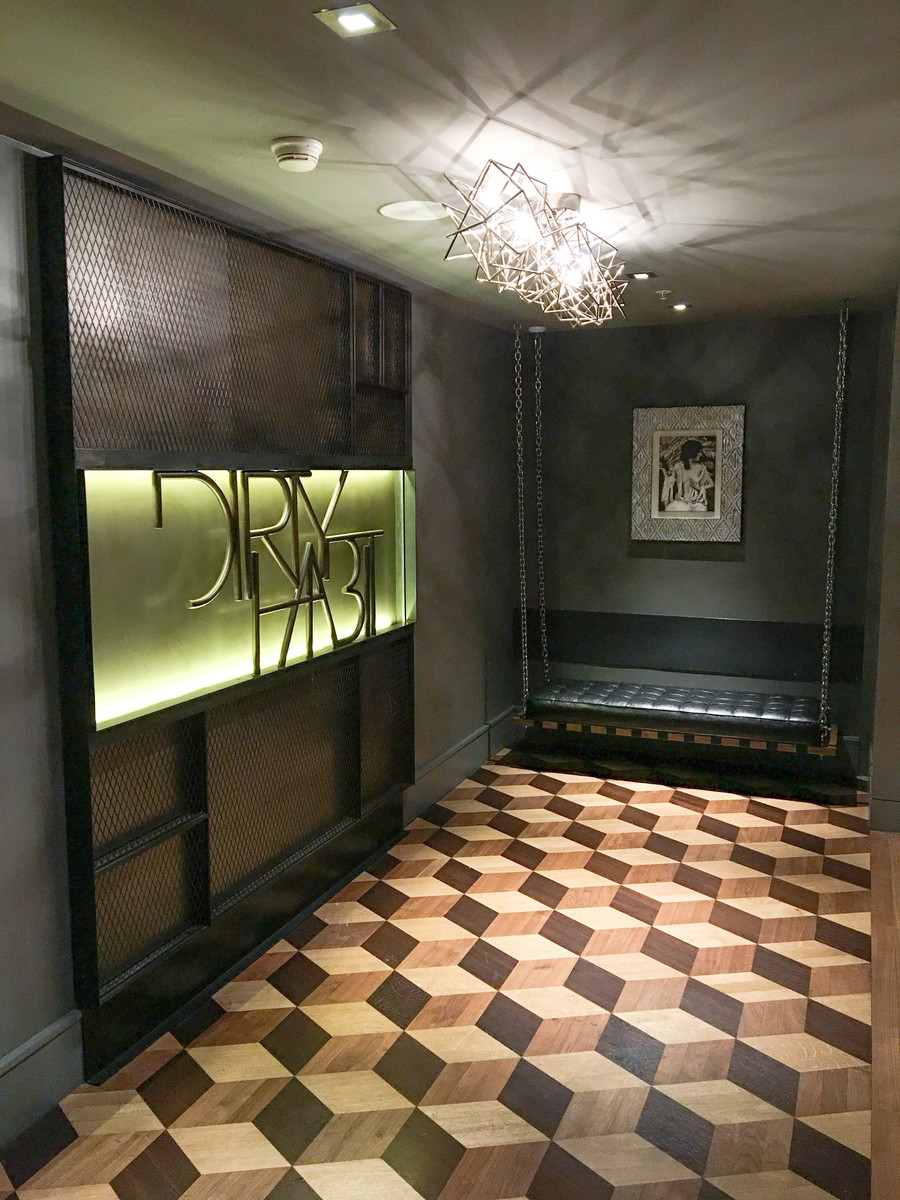 hotel-zelos-dirty-habit-entrance